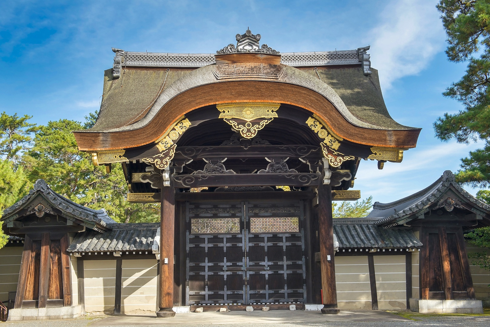 One of the gates of the Kyoto Imperial Palace.